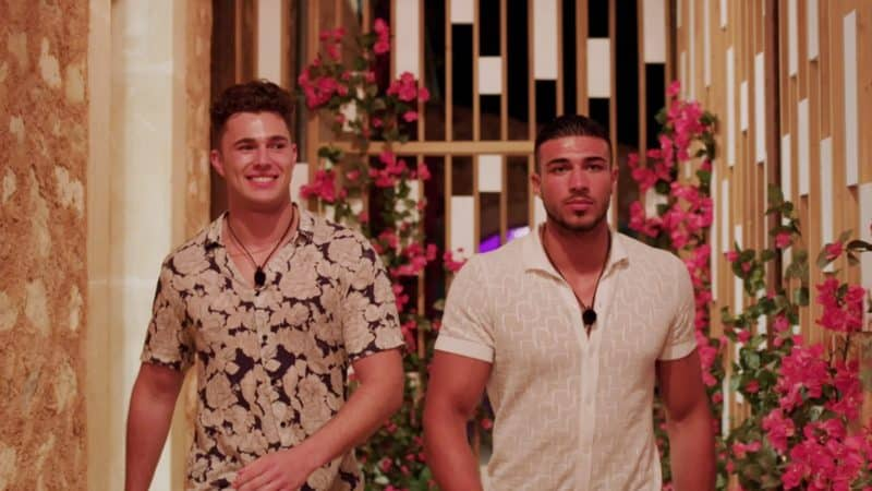 Tommy and Curtis enter the villa.