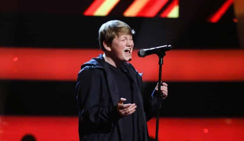Jamie performs.