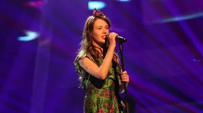 Gracie-Jayne performs.