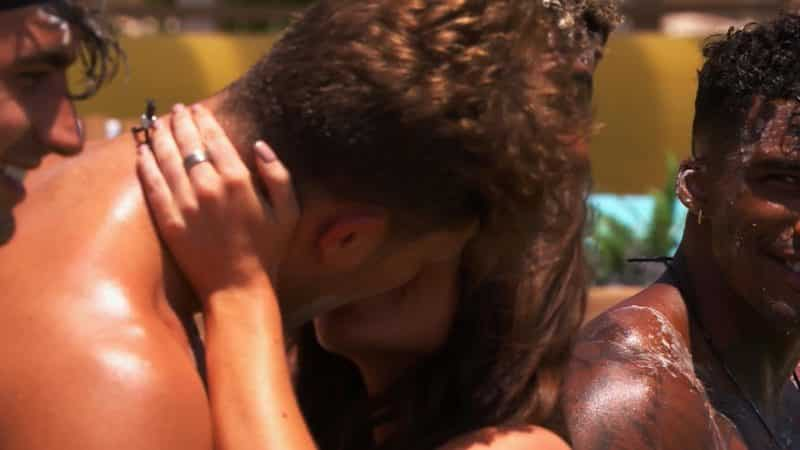 Maura snogs Curtis during the challenge.